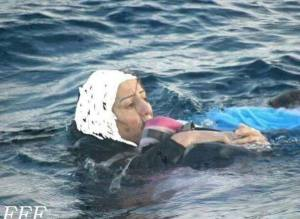 Syrian-woman-baby-sea
